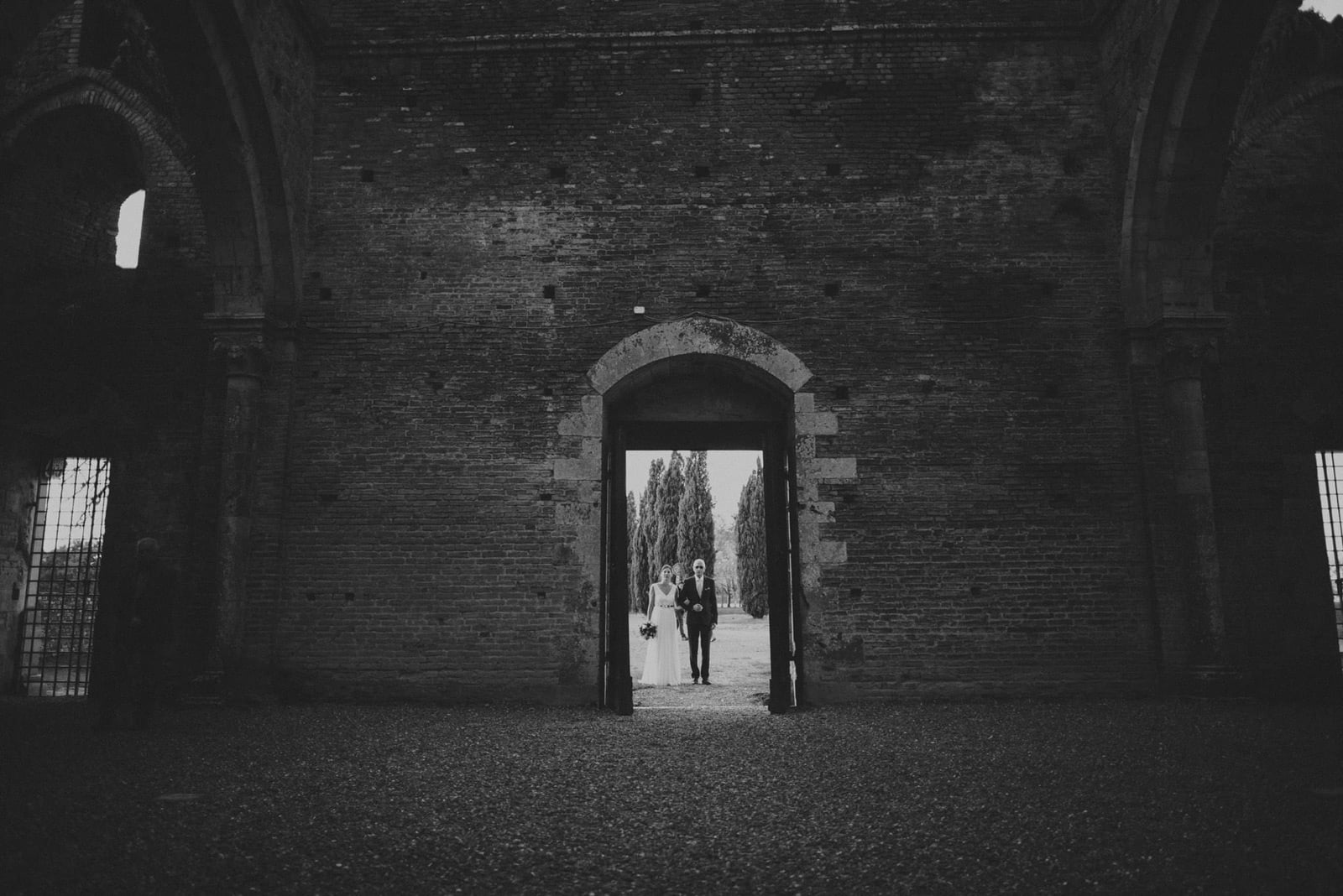 026-wedding-tuscany-san-galgano-siena-photographer